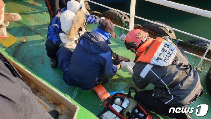 부산해경, 북항 4부두 인근해상 외국인 응급환자 긴급 이송