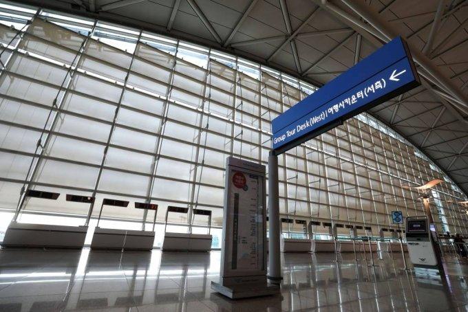 지난달 17일 오후 인천국제공항 1터미널 출국장의 여행사 부스가 한산하다. /사진=뉴시스