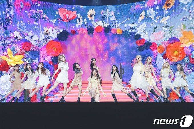 [사진] 아이즈원 '환상적인 무대'