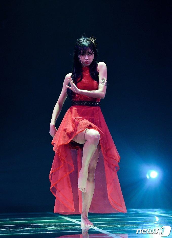 [사진] 오마이걸 유아 '맨발의 섹시 디바'