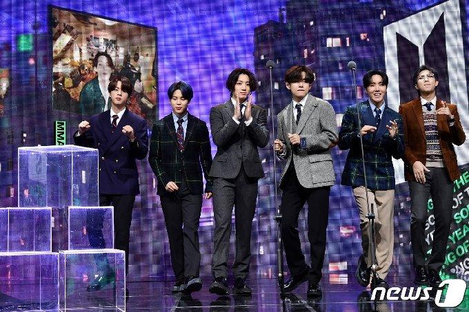 [사진] 방탄소년단 '춤추며 등장'