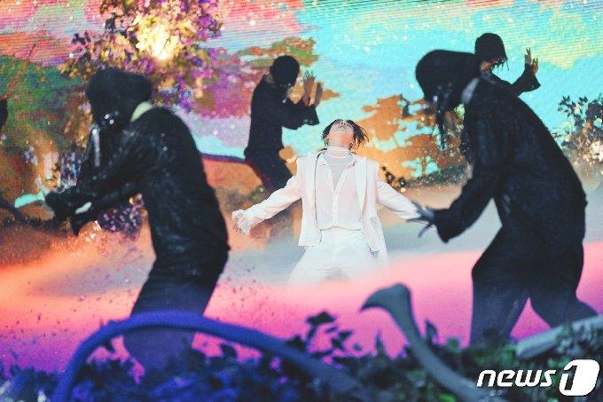 [사진] 방탄소년단 정국 '세상의 중심'