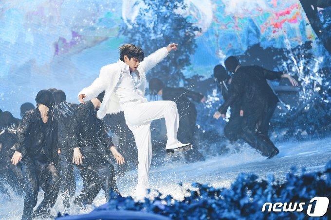 [사진] 방탄소년단 뷔 '우주 최강 멋짐'