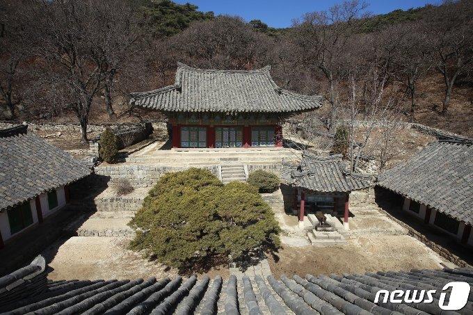 평안북도 영변군 약산동대 동쪽 기슭에 있는 천주사 보광전의 모습. (미디어한국학 제공) 2020.12.12.© 뉴스1