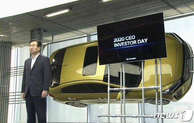 현대자동차 이원희 사장이 10일 온라인으로 열린 'CEO 인베스터 데이'에서  전기차, UAM(도심 항공 모빌리티), 자율주행, 연료전지 등 핵심 미래사업 전략 및 혁신적 모빌리티 솔루션 제공과 수소 생태계 이니셔티브를 위한 새로운 '2025 전략'을 발표하고 있다. /사진=뉴스1