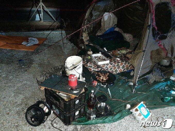 지난 12일 오후 10시 8분쯤 경북 영주시 평은면에 있는 한 캠핑장의 텐트 안에서 450g 가스통이 폭발하는 사고가 발생했다.(경북소방본부 제공)/사진=뉴스1