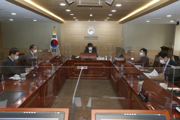 18일 방송통신위원회 전체회의 모습/사진=방통위
