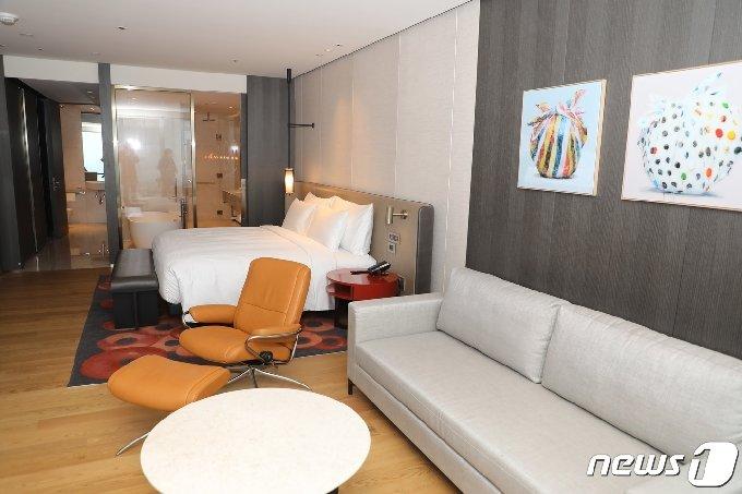 18일 개장한 드림타워 내 호텔 객실 /© 뉴스1