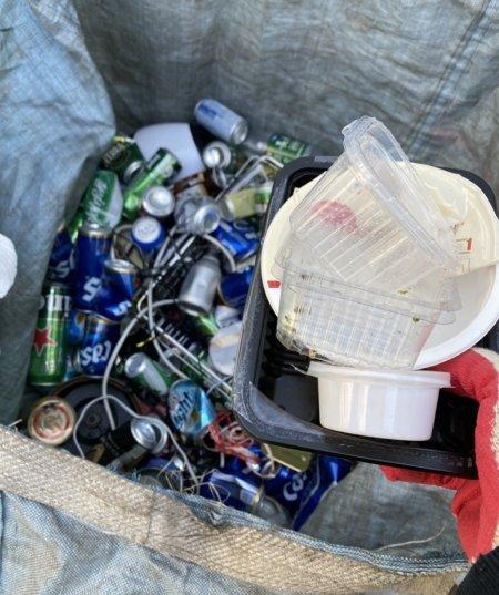 캔에 플라스틱 쓰레기를 집어넣는 이유는 대체 뭡니까./사진=뿔난 남기자