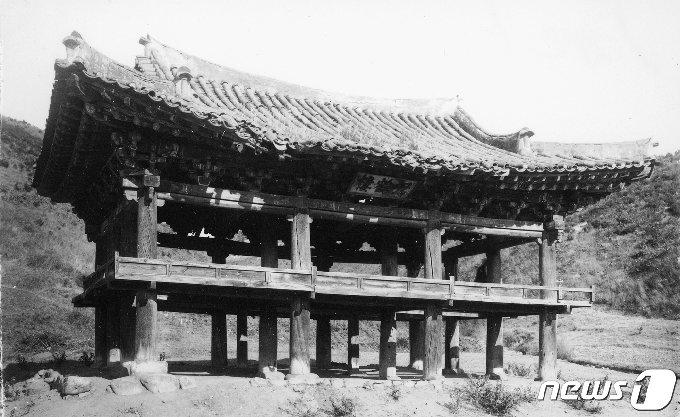 일제강점기 때 가학루(駕鶴樓) 전경. 가학루는 연변 객사의 부속건물로 지어졌다. (국립중앙박물관 제공) 2020.12.19.© 뉴스1