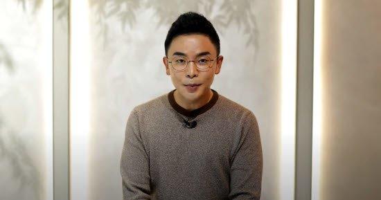 '스타 강사' 설민석이 22일 자신의 유튜브 채널을 통해 세계사 오류에 대해 사과하고 있다. /사진=유튜브 캡처