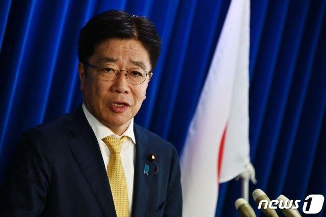 (도쿄 AFP=뉴스1) 우동명 기자 = 가토 가쓰노부 일본 후생노동상이 25일 (현지시간) 도쿄에서 코로나 19 관련 기회견을 하고 있다.   ⓒ AFP=뉴스1