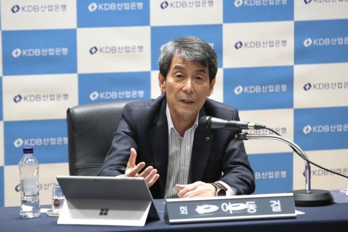 이동걸 KDB산업은행 회장이 12일 신년 온라인 기자간담회에서 발언하고 있다./사진제공=산은