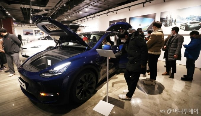 [사진]테슬라 신차 '모델 Y'에 쏠린 눈