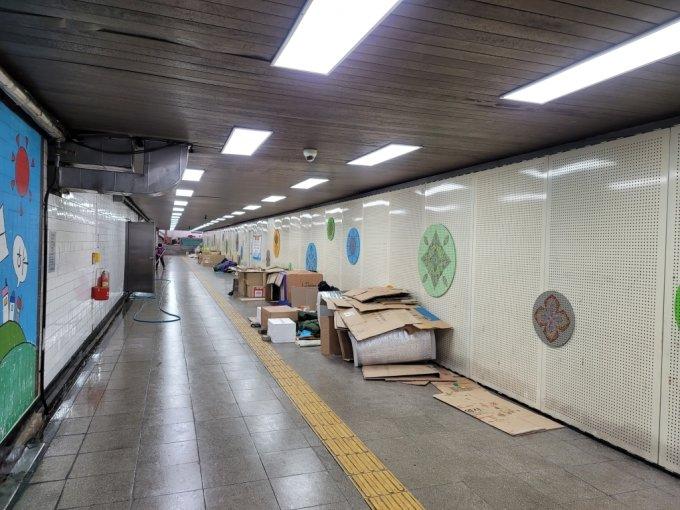 12일 방문한 서울역 앞 지하도. /사진=이창섭 기자