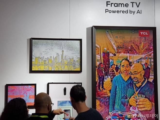 2019년 미국 라스베이거스에서 열린 'CES 2019에서 삼성전자 '프레임 TV'와 똑같은 컨셉의 전시관을 운영한 중국 TCL/사진=이정혁 기자