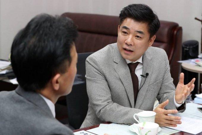 김병욱 더불어민주당 의원, 황세운 자본시장연구원 연구위원 인터뷰/사진=이기범 기자