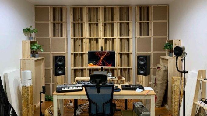어쿠스틱 스테이지의 '모듈형 룸 튜닝 제품'을 설치한 음악작업실 전경