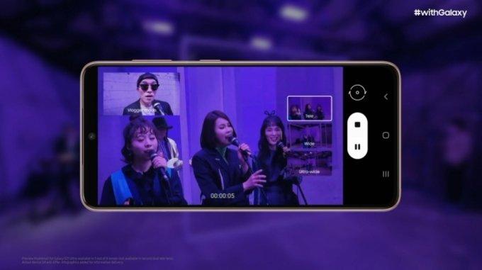 동영상 촬영 기능으로 새롭게 추가된 디렉터스 뷰 모드. 전면 카메라와 후면 카메라 모두 활성화 된 상태에서 촬영을 시작한다. 화면 오른쪽에는 후면 카메라 미리 보기를 제공하고 이를 선택해 화각을 자유롭게 전환할 수 있다. /사진=삼성전자