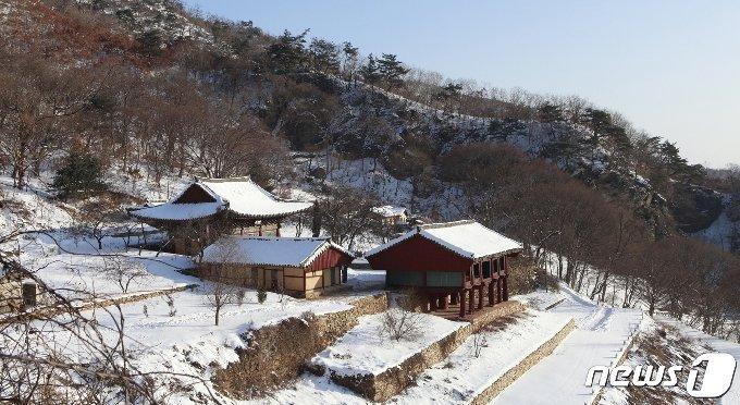 황해북도 서흥군에 있는 귀진사 전경.(미디어한국학 제공) 2021.01.09.© 뉴스1