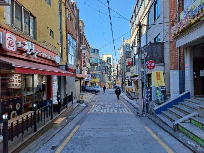 17일 오전 한산한 동작구 숭실대 근처 먹자골목. /사진=홍순빈 기자.