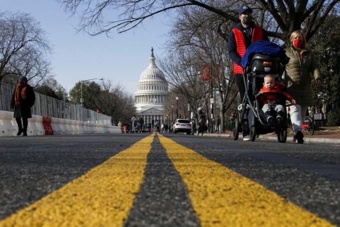 조 바이든 취임식을 준비하는 미국 워싱턴 거리/사진=로이터