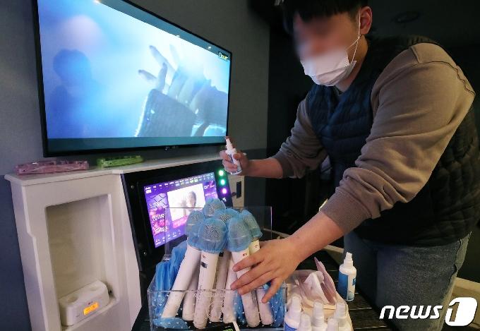 [사진] 내일부터 수도권 노래방 영업 재개