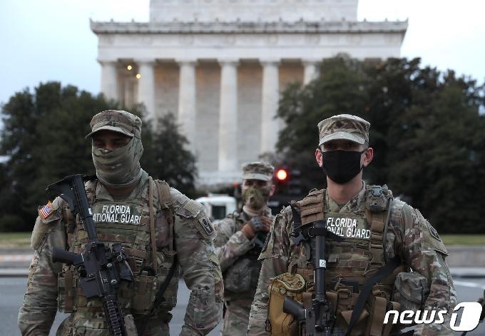 [바이든 취임식 D-3] 군 2만5천명 투입…주 의사당 폐쇄