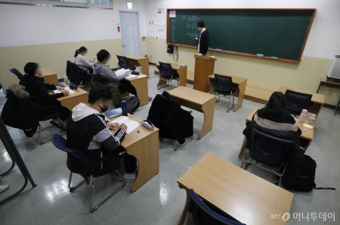 학원 문 열렸지만…학생들