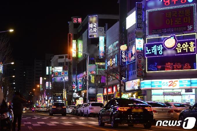 [사진] '불 들어온 광주 유흥시설 간판'