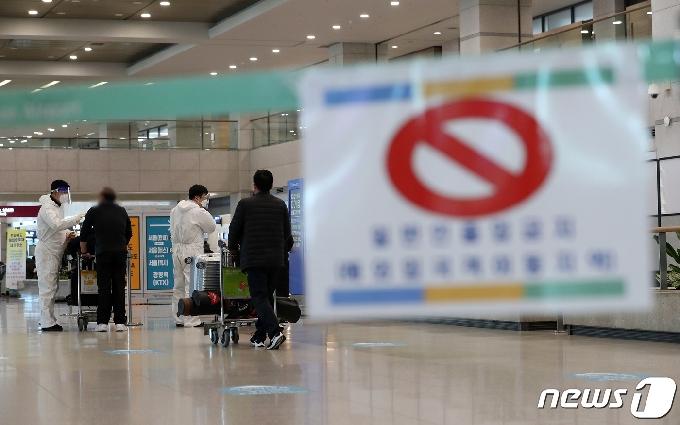 [사진] 코로나19 첫 확진자 발생 1년 '지금 공항은'