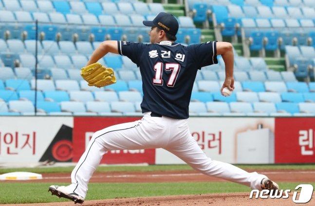 지난해 6월 14일 대전 한화전에 등판한 두산 베어스 홍건희. /사진=뉴스1