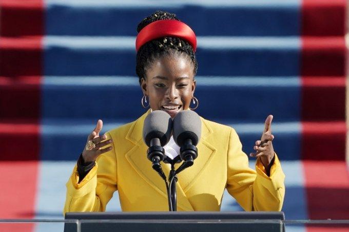 대통령 취임 축시를 낭독한 최연소 흑인 여성 시인인 어맨다 고먼. /AFPBBNews=뉴스1