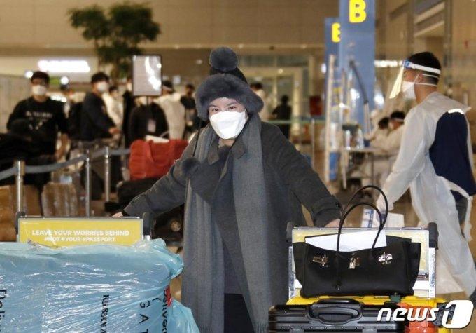 (인천공항=뉴스1) 권현진 기자 = 방송인 에이미가 20일 인천국제공항을 통해 중국 광저우에서 입국하고 있다