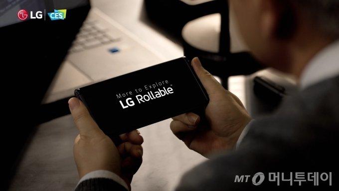 CES2021에 공개한 LG전자 롤러블폰. 올연말 출시를 목표로 하고 있으나, LG전자의 MC사업본부가 그 때까지 유지될지는 미지수다./ 사진제공=LG전자