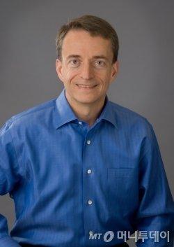 인텔의 차기 CEO(8대)로 내정된 팻 겔싱어. 그는 과거 인텔의 CTO로 근무하다가 CEO 경쟁에서 밀려 VM웨어 등으로 이직했다가 12년만에 인텔로 다시 돌아왔다./사진제공=인텔