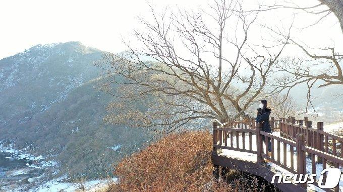 전북 임실군 덕치면 섬진강 구담마을이 한국관광공사가 추천하는 겨울 비대면 안심관광지로 선정됐다.(임실군 제공)2021.1.24/© 뉴스1