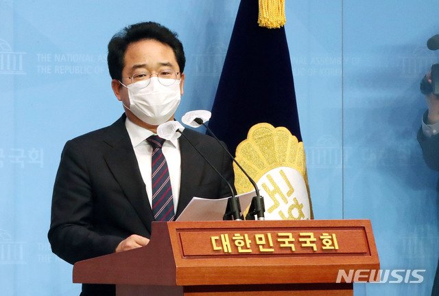민병덕 더불어민주당 의원이 이달 22일 오후 서울 여의도 국회 소통관에서 신종 코로나바이러스 감염증(코로나19) 극복을 위한 손실보상 및 상생에 관한 특별법안 발의 관련 기자회견을 하고 있다. / 사진제공=뉴시스
