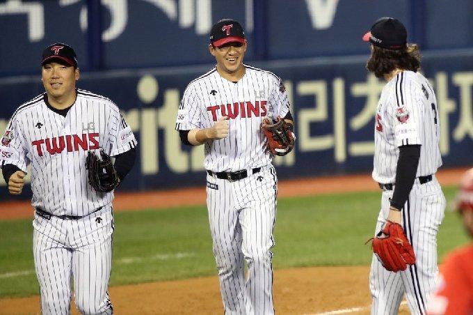 LG 김민성(가운데). /사진=LG 트윈스 제공