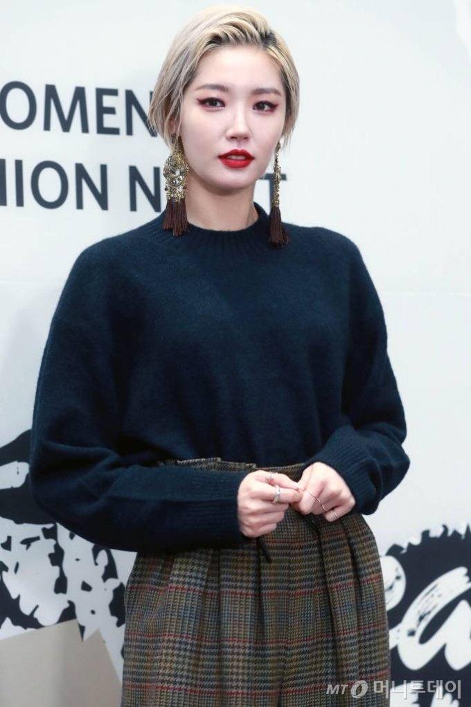 방송인 김새롬이 11일 오후 서울 GS강서N타워에서 열린 GS샵, 4대 패션 브랜드 리뉴얼 기념 'G패션 나이트' 행사에 참석하고 있다. / 사진=임성균 기자 tjdrbs23@