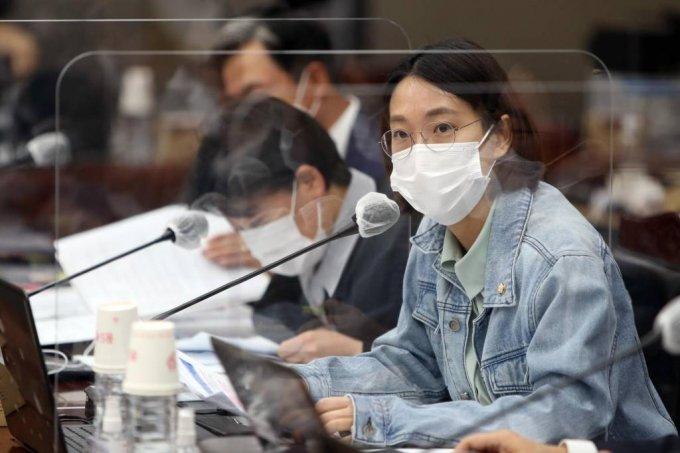 정의당 장혜영 의원이 질의하고 있다. / 사진=광주전남사진기자회(뉴시스)