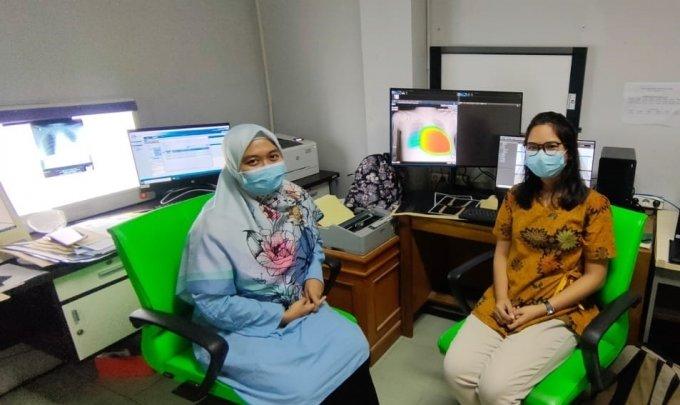 레우윌리앙 종합병원 영상의학과 전문의가 INFINITT PACS G7과 루닛 인사이트 CXR를 활용해 흉부 엑스레이 판독을 진행하는 모습/사진제공=루닛
