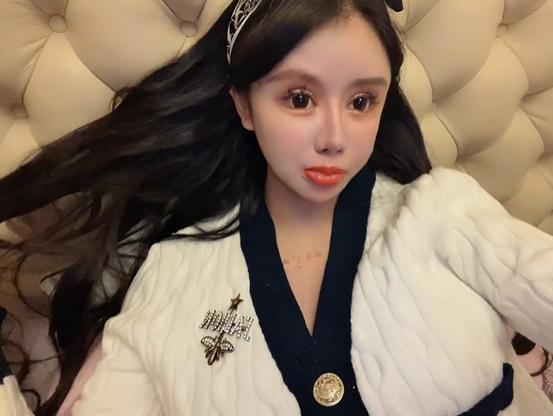 저우추나(16). 웨이보 캡처,