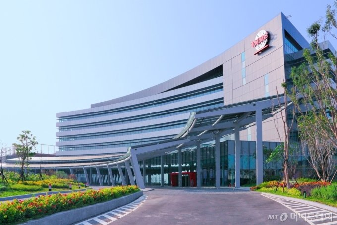 TSMC의 12인치 팹인 라인 18의 외부 전경/자료제공=TSMC(Taiwan Semiconductor Manufacturing Co., Ltd.)