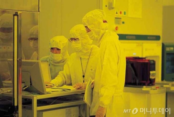 TSMC의 12인치 팹 내부 모습./사진제공=TSMC(Taiwan Semiconductor Manufacturing Co., Ltd.)