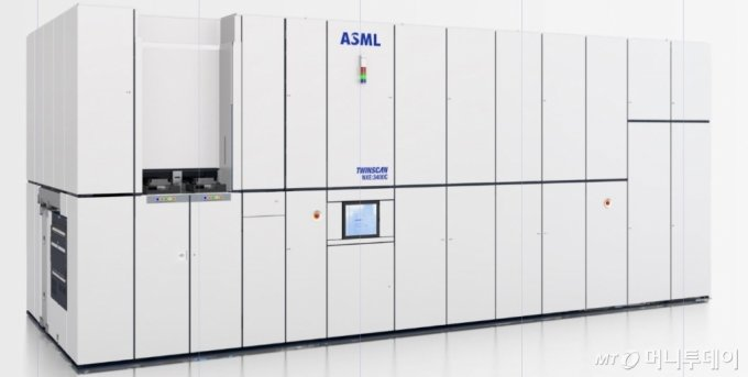 ASML의 극자외선(EUV) 노광 장비인 트윈스캔 'NXE-3400C'. 이 장비 1대 가격이 2000억원 가량 된다. /사진제공=ASML