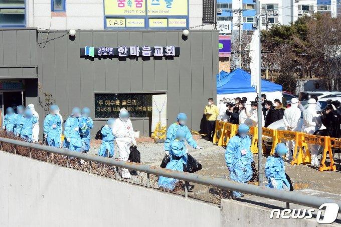 사진] 이송되는 광주 TCS국제학교 확진자들 - 머니투데이