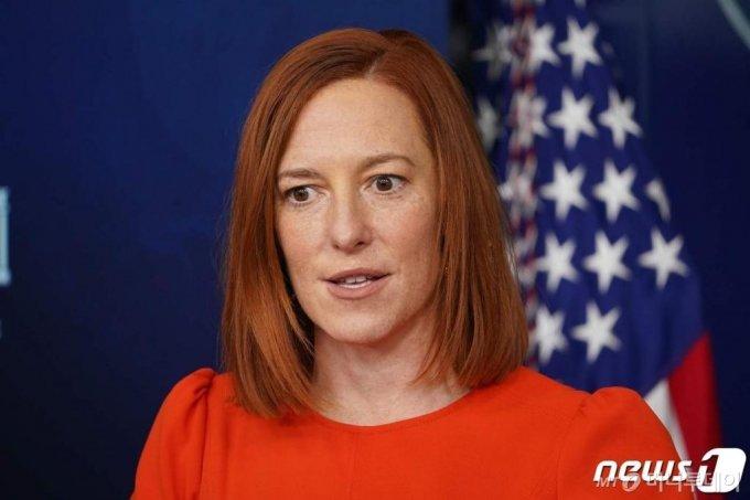 (워싱턴 AFP=뉴스1) 우동명 기자 = 젠 사키 백악관 대변인이 21일(현지시간) 워싱턴 백악관에서 일일 브리핑을 하고 있다.  ⓒ AFP=뉴스1