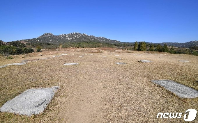 만월대터 전경. 만월대는 고려왕조 개국부터 멸망에 이르는 470여 년 동안 왕궁으로 사용됐던 곳이다.© 뉴스1