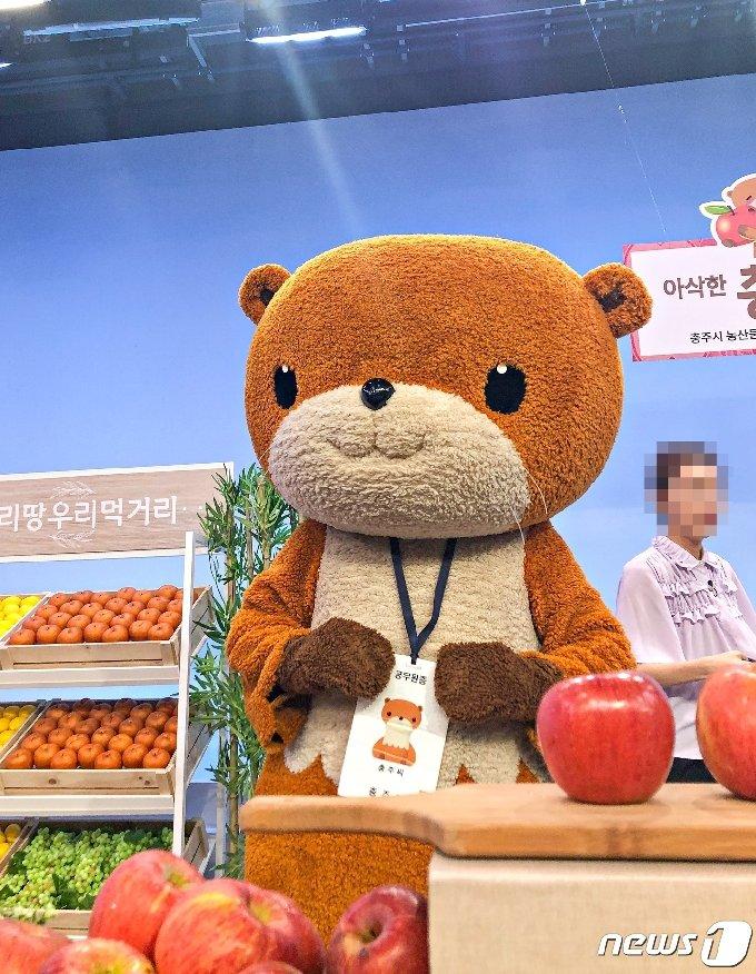 충주시 농특산물 통합 브랜드 '충주씨'의 홈쇼핑 출연 모습.(뉴스1 DB)2021.2.12/ © 뉴스1